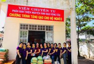 Phân BTN Ánh Đạo Vũng Tàu phát quà cho bà con nghèo