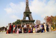 Đoàn hoằng pháp Viện Chuyên Tu tham quan công viên Cội nguồn và công viên Hoa cúc