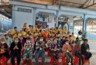 Phân ban Ánh Đạo Sen Trắng tặng quà cho bà con nghèo tỉnh Sóc Trăng
