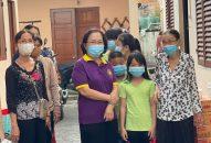 Phân BTN Ánh Đạo Bình Dương tặng quà cho các em lớp học tình thương