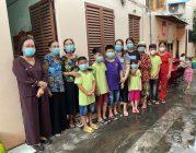 Phân Ban Thiện nguyện Ánh Đạo Bình Dương tặng quà trong mùa dịch