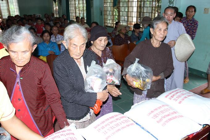Cứu trợ tại Phú Yên – Ấm lòng người sau cơn lũ